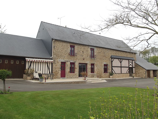 Immaculate property  with Kennels, outbuildings and land  for sale for 282,150€ in Orne, Normandy