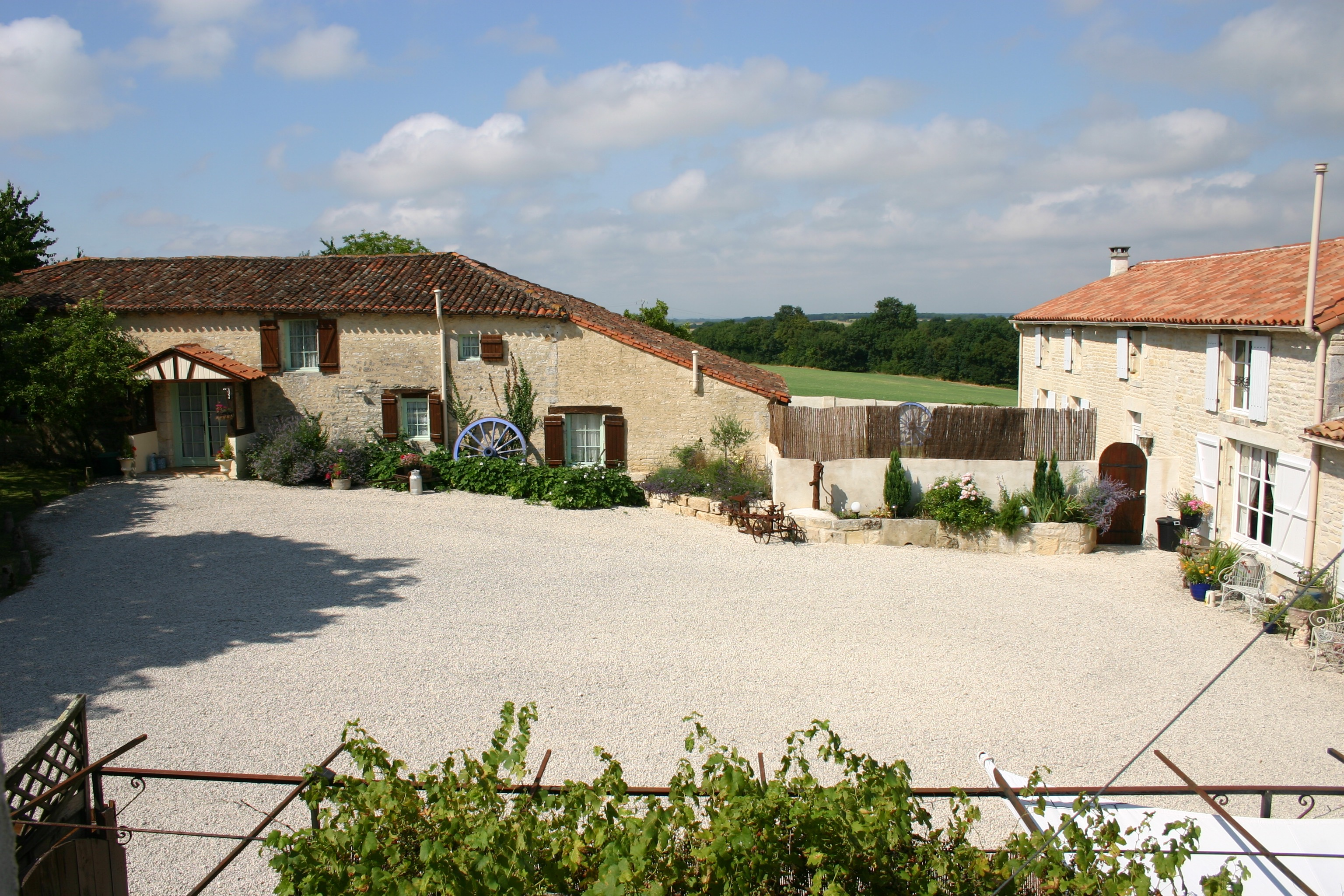 Hamlet for sale for 998,400€ in Charente-Maritime, Poitou-Charentes