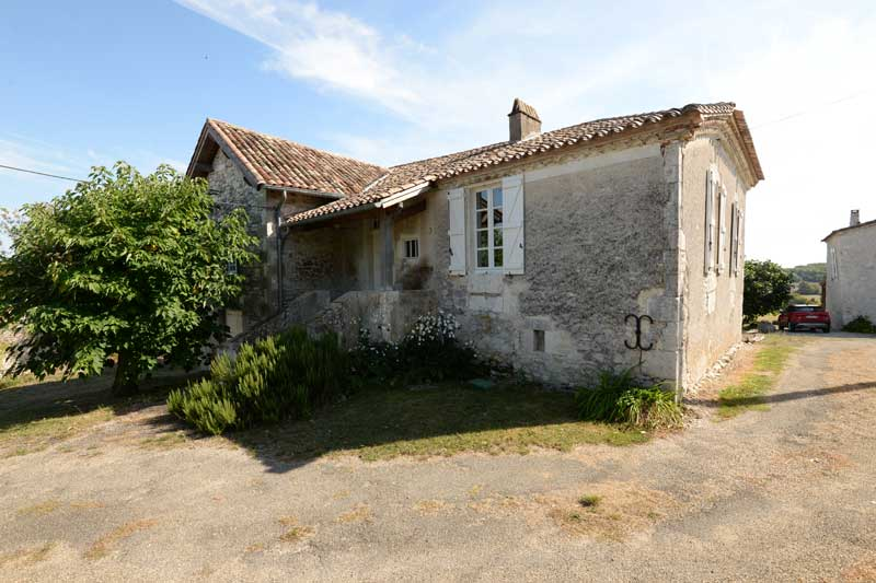 Stone house with swimming pool and garden nr Montaigu de Quercy, Tarn et Garonne for sale for 209,000€ in Tarn-et-Garonne, Midi-Pyrenees