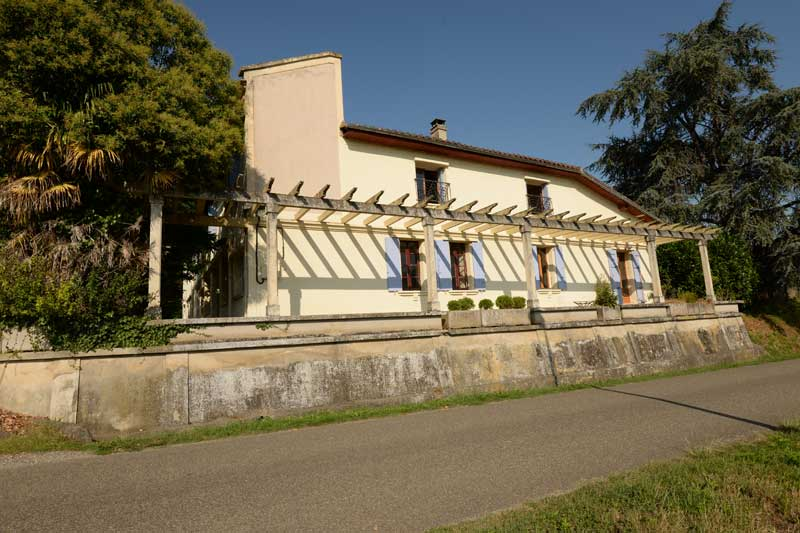 Spacious family home and large 4 bedroom gite with swimming pool , in 8 acres nr Castelsarrasin, for sale for 467,000€ in Tarn-et-Garonne, Midi-Pyrenees