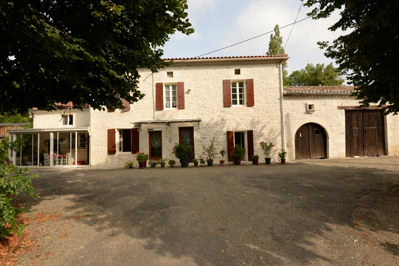 Quercy farmhouse with outbuildings and 30 acres, nr Montaigu de Quercy, Tarn et Garonne for sale for 375,000€ in Tarn-et-Garonne, Midi-Pyrenees