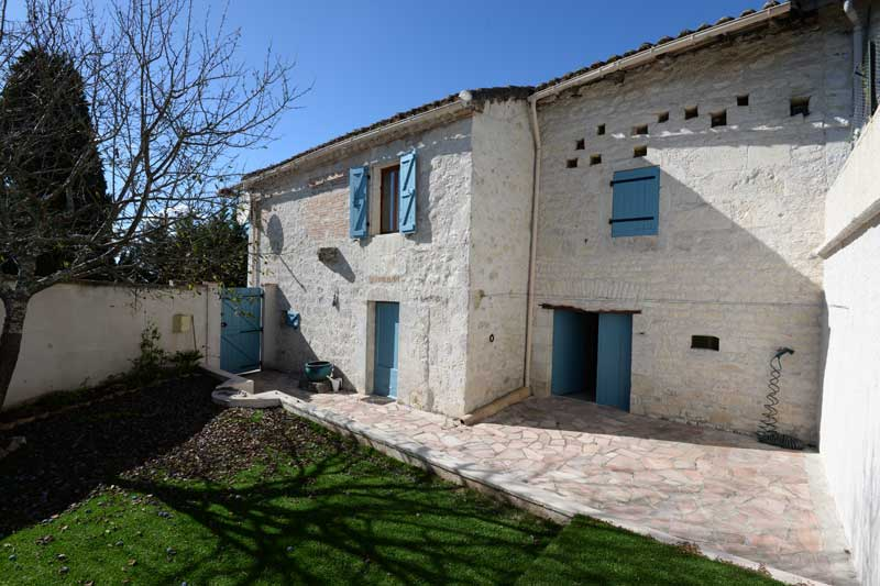Quercy stone village house just 5 mins from Lauzerte, Tarn et Garonne for sale for 199,000€ in Tarn-et-Garonne, Midi-Pyrenees