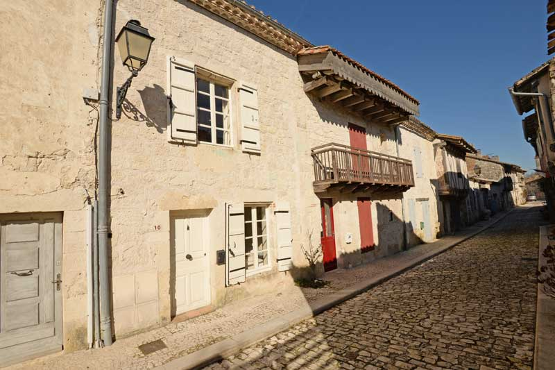 Charming stone village house with garden in bastide of Tarn et Garonne for sale for 149,000€ in Tarn-et-Garonne, Midi-Pyrenees