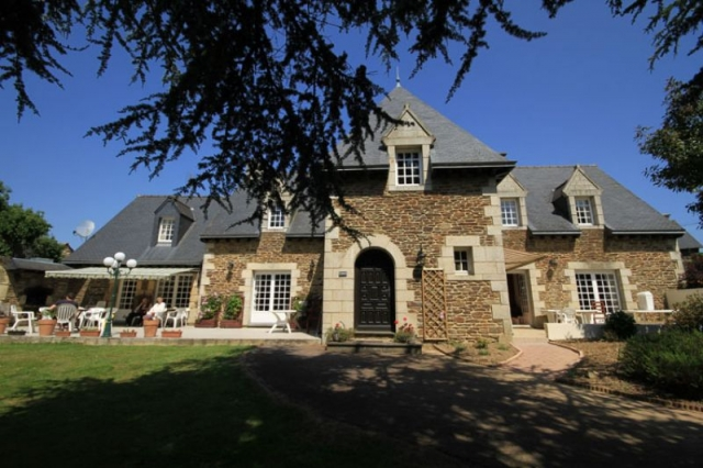Superb manor house and gite complex on 3 acres with swimming pool  for sale for 572,000€ in Côtes-d'Armor, Brittany