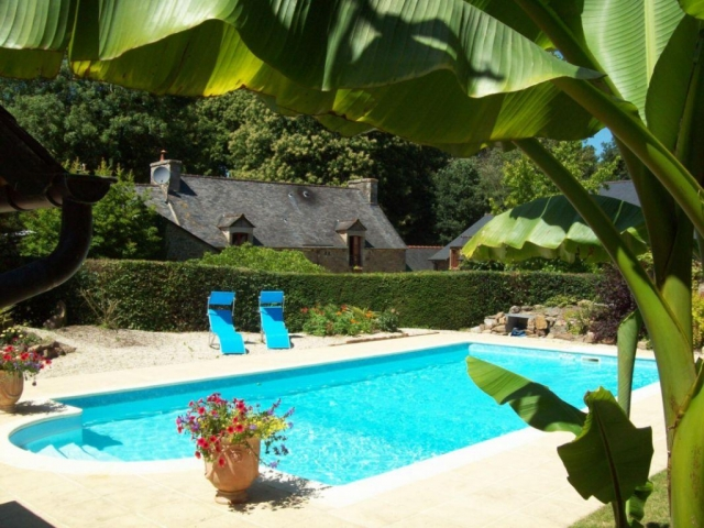 DINAN towards the beaches, a haven of peace and greenery for this former smallholding. Perfect for guest rooms, 1.3 hectares of land!  for sale for 936,000€ in Côtes-d'Armor, Brittany
