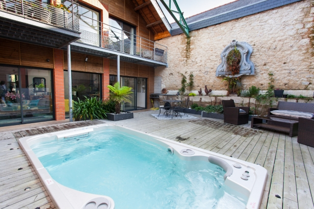 Dinan center - Loft ensemble and an independent one-bedroom apartment with magnificent interior terrace with swim spa.  for sale for 748,800€ in Côtes-d'Armor, Brittany