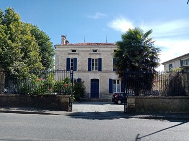 Substantial village house with earning potential for sale for 395,200€ in Vendée, Pays-de-la-Loire
