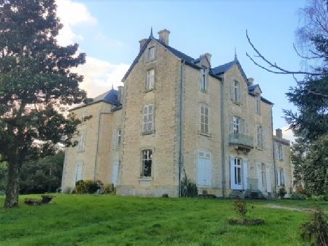 Large Imposing Property sitting in its own grounds of approx.2 hecatares.  for sale for 945,000€ in Deux-Sèvres, Poitou-Charentes