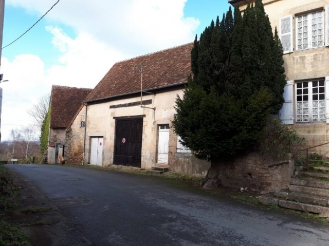 House to restore, 2 attached garages for sale for 13,500€ in Creuse, Limousin