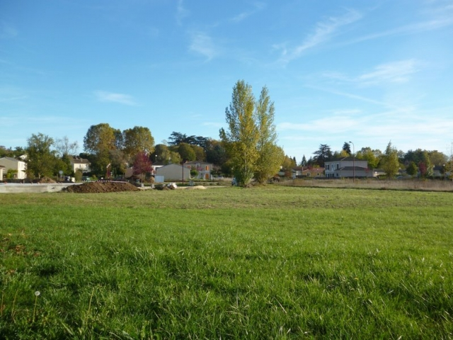 Close to Bergerac town centre, 827 m² building plot for sale for 42,500€ in Dordogne, Aquitaine