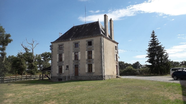 Manor house with 44 hectares!! for sale for 546,808€ in Haute-Vienne, Limousin