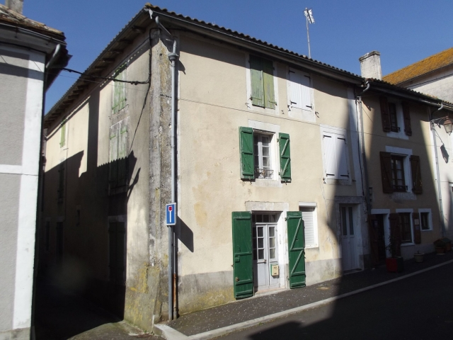 In the heart of a popular village for sale for 45,000€ in Dordogne, Aquitaine