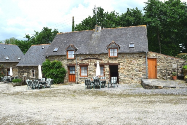 Complexe De 5 Gîtes + Appartement + Terrain De Camping 22530 Saint-Connec for sale for 492,000€ in Côtes-d'Armor, Brittany