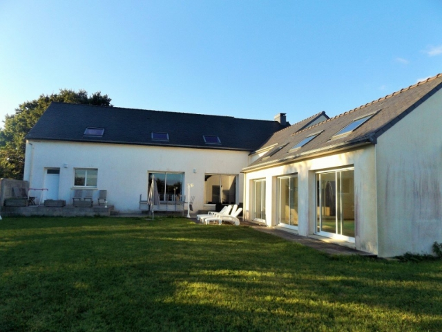 Maison 7 Pièces Avec Piscine 29460 St Eloy  for sale for 507,375€ in Finistère, Brittany