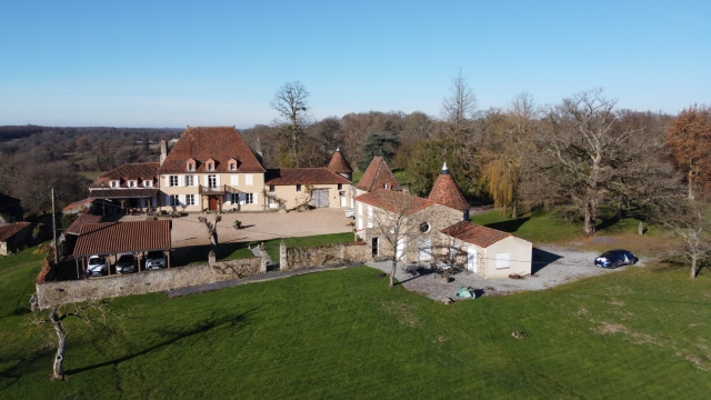 Stunning Manor house, with caretakers cottage and 44 hectares for sale for 999,000€ in Haute-Vienne, Limousin