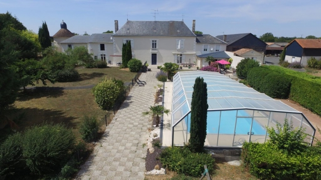 For Sale Castle 9 Rooms Marigny-Brizay for sale for 1,418,000€ in Vienne, Poitou-Charentes