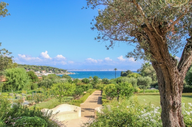 Antibes Area for sale for 23,000,000€ in Alpes-Maritimes, Provence-Alpes-Côte-d'Azur