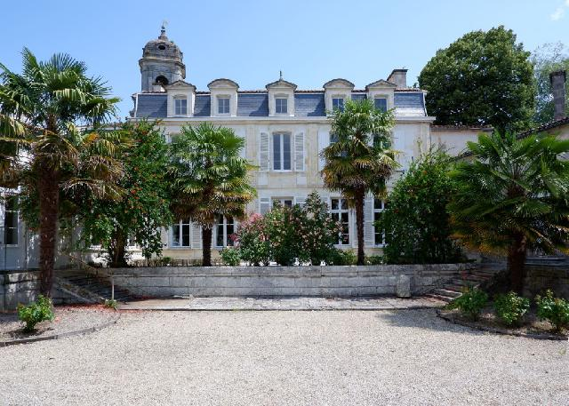 Private mansion historic heart St Jean d'Angély  for sale for 1,000,000€ in Charente-Maritime, Poitou-Charentes