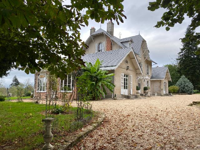 Elegant Manor House in 37ha of  meadow and woodland  for sale for 954,000€ in Haute-Vienne, Limousin