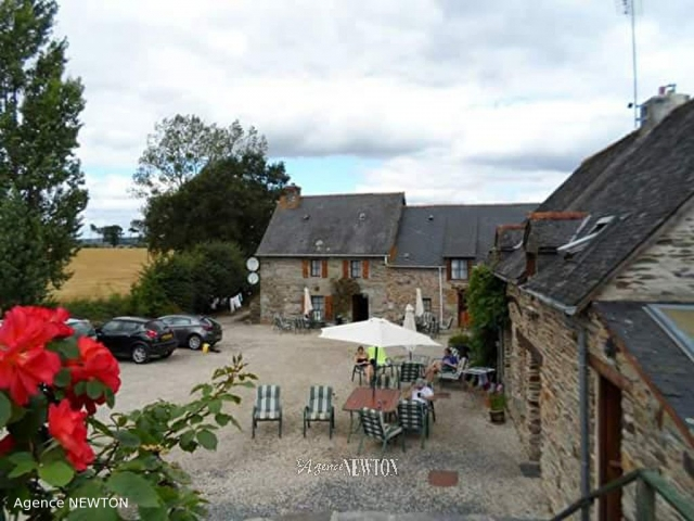 Fabulous Complex Of 5 Houses, Apartment, Campsite, Pool  for sale for 474,750€ in Côtes-d'Armor, Brittany