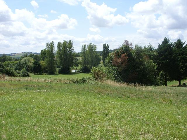 Building plot overlooking golf for sale for 28,000€ in Lot-et-Garonne, Aquitaine