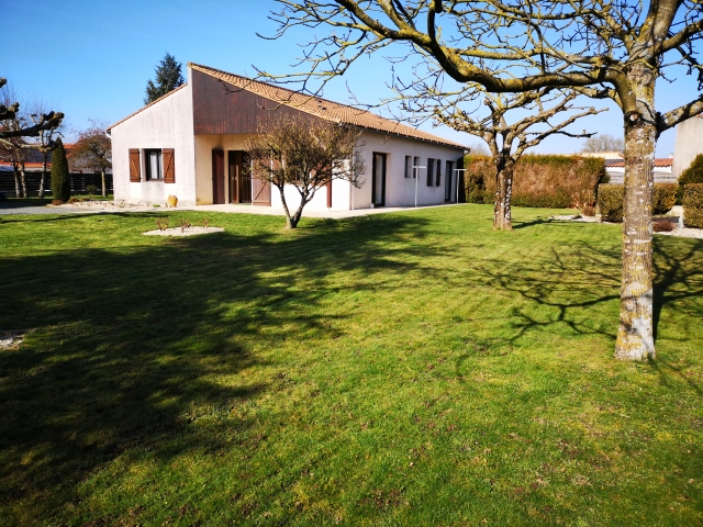 for sale for 318,725€ in Vendée, Pays-de-la-Loire