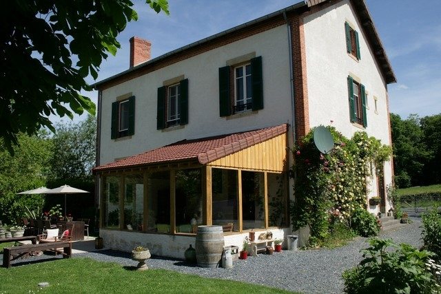 Renovated mansion with no fewer than 10 bedrooms on almost 4.000m² for sale for 299,500€ in Saône-et-Loire, Burgundy