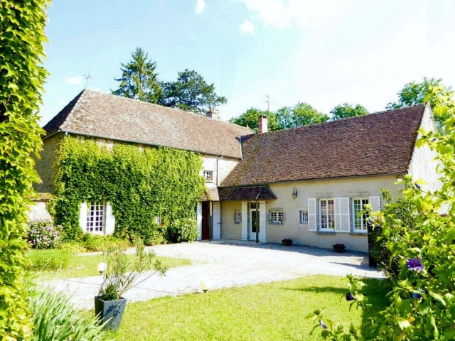 Manor house with outdoor pool and stunning views at 10.000㎡. for sale for 479,000€ in Nièvre, Burgundy