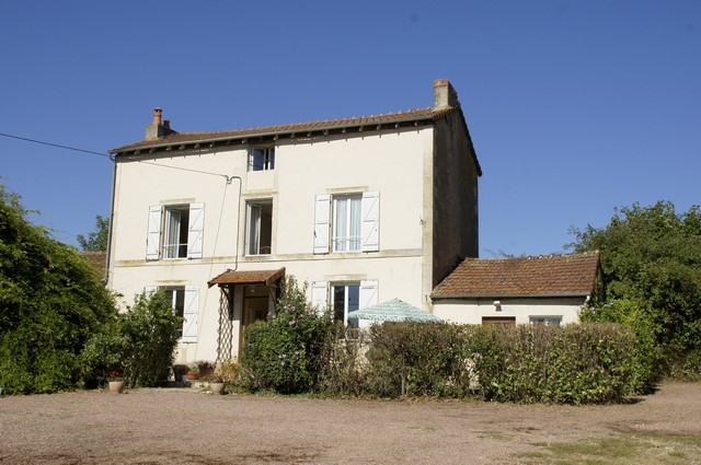 Mansion with garden and meadow on 24.000 m². for sale for 250,000€ in Nièvre, Burgundy
