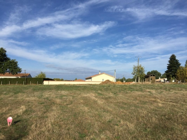 IN AN HAMLET, BUILDING PLOT OF 1367 SQM for sale for 16,670€ in Charente, Poitou-Charentes