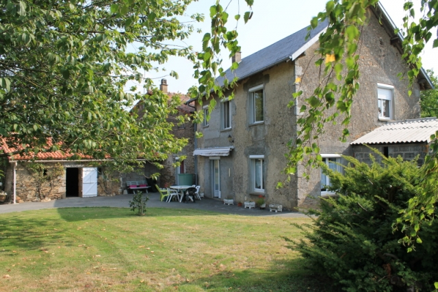 Character 4 bed property in a quiet spot. for sale for 225,750€ in Vendée, Pays-de-la-Loire