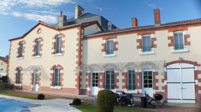 LOVELY STONE TOWN HOUSE, WITH SWIMMING POOL, IN LA CHATAIGNERAIE. for sale for 313,500€ in Vendée, Pays-de-la-Loire